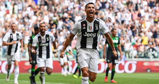Critiano Ronaldo cực kỳ may mắn ở bàn thắng đầu tiên tại Serie A