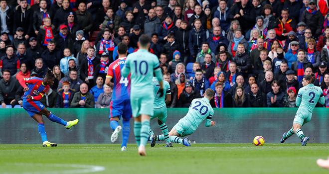 Palace 2-2 Arsenal; Burnley 0-4 Chelsea: Chelsea thăng hoa. Arsenal đứt mạch thắng liên tiếp