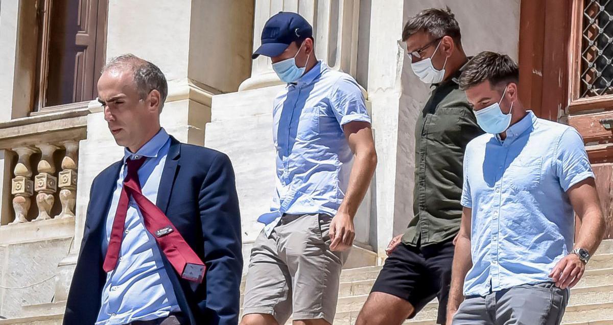 MU, Man United, Maguire đánh cảnh sát, tin tức MU, tin bóng đá MU, Maguire, Maguire bị bắt, bóng đá, tin bóng đá, bong da hom nay, tin tuc bong da, tin tuc bong da