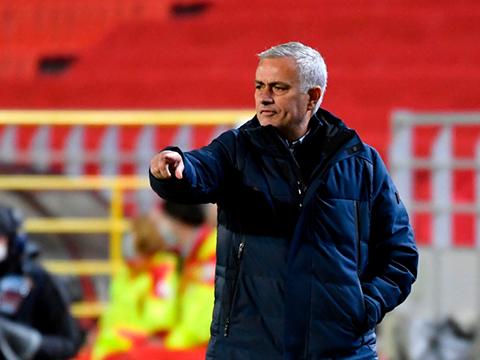 Bóng đá hôm nay 1/11: MU có nguy cơ mất trắng Diogo Dalot. Mourinho dùng chiêu khích tướng