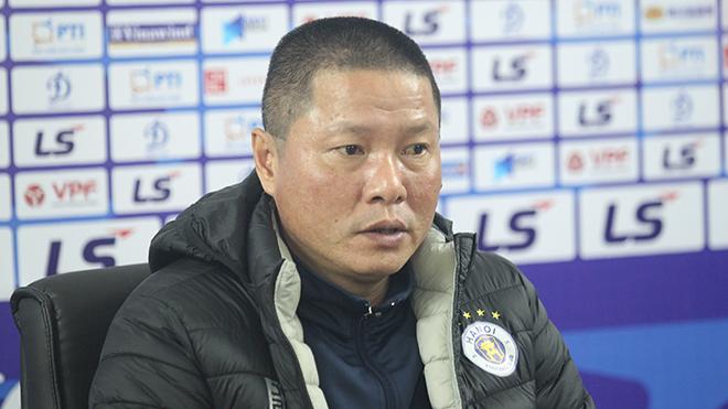 HLV Chu Đình Nghiêm thừa nhận lối chơi chưa trơn tru