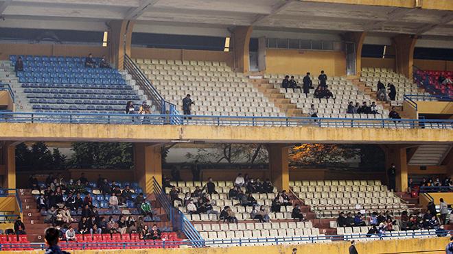 CĐV nói gì khi Viettel lần đầu tiên bán vé V League?