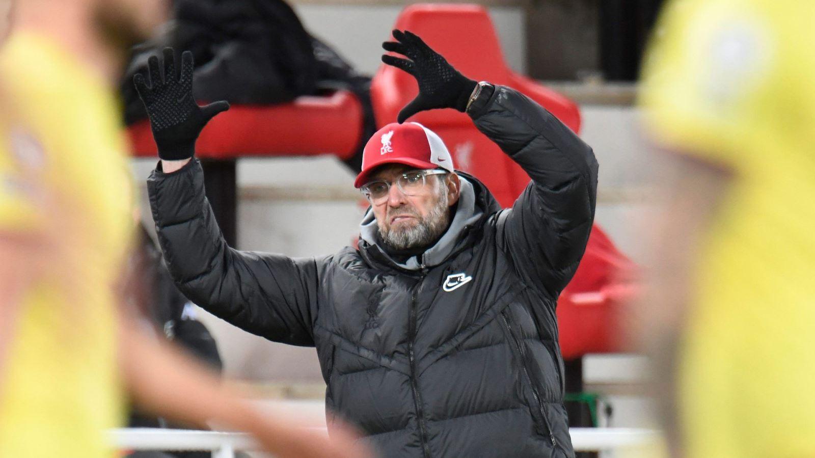 Juergen Klopp tức giận, tranh cãi với HLV Burnley ngay trong đường hầm