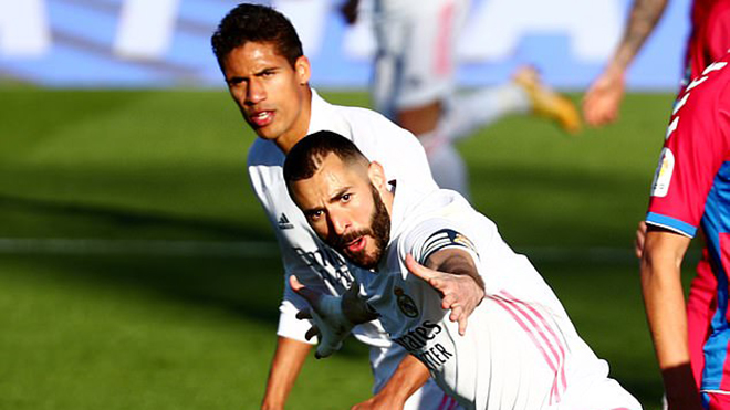 Real Madrid 2-1 Elche: Benzema lập cú đúp, Real Madrid ngược dòng ngoạn mục