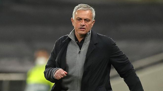 Mourinho: 'Tôi nhìn lên Top 4, chứ không nhìn xuống Arsenal'