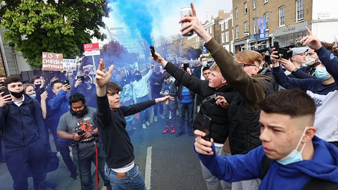 Florentino Perez ám chỉ vụ CĐV Chelsea biểu tình chống Super League được dàn xếp