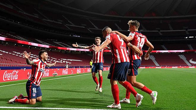 Atletico 2-1 Real Sociedad: Tiến gần hơn chức vô địch