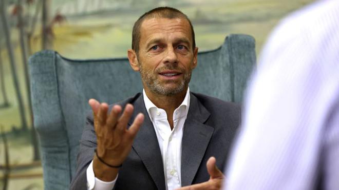 CĐV Barca không muốn đội nhà bị phạt trong cuộc đối thoại với Chủ tịch UEFA