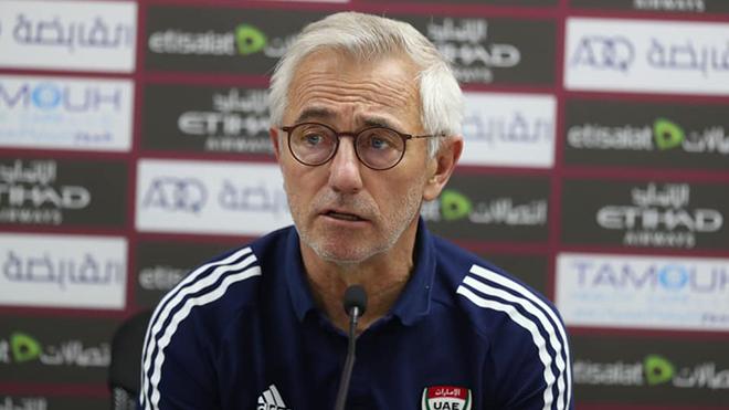 HLV của UAE vẫn chưa 'sướng' dù thắng Malaysia 4-0
