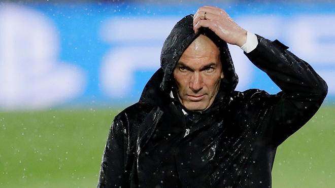 Zidane 'rơi nước mắt' khi động viên cầu thủ Real trước đại chiến với Chelsea
