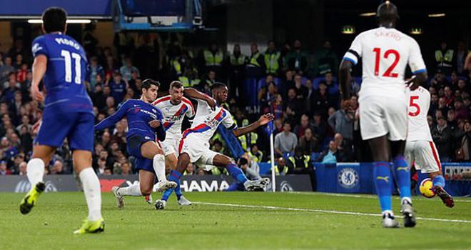 Chelsea 3-1 Crystal Palace: Morata tỏa sáng giúp Chelsea vượt qua Liverpool