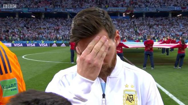 Lộ hình ảnh cho thấy Messi mệt mỏi, căng thẳng ngay từ trước khi đá với Croatia