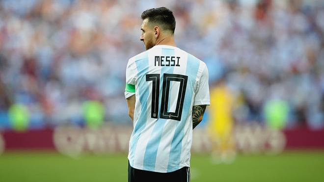 Leo Messi chia tay đội tuyển Argentina... đến hết năm 2018