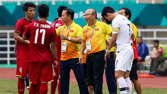 HÀI HƯỚC: Son Heung-min nghe lén HLV Park Hang-seo chỉ đạo U23 Việt Nam