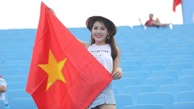 Dàn hotgirl đổ bộ về Mỹ Đình tiếp lửa cho U23 Việt Nam trả món nợ trước Uzbekistan
