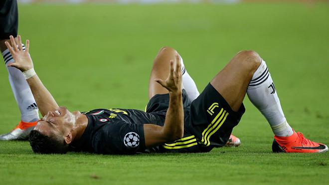 11 lần Cristiano Ronaldo nhận thẻ đỏ trong sự nghiệp cầu thủ