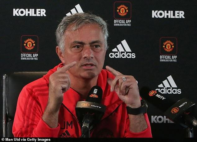 MU, M.U, Manchester United, Jose Mourinho, Paul Pogba, băng đội trưởng, thủ quân, mâu thuẫn Pogba Mourinho, nội bộ MU lục đục, chuyển nhượng, sa thải Mourinho