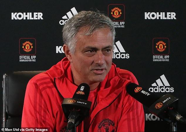 MU: Vì sao Mourinho tước băng đội trưởng Pogba? Chuyện gì xảy ra trên sân tập?