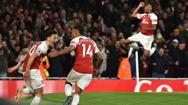 Video Arsenal 3-1 Leicester: Oezil tỏa sáng, Pháo thủ thắng trận thứ 10 liên tiếp