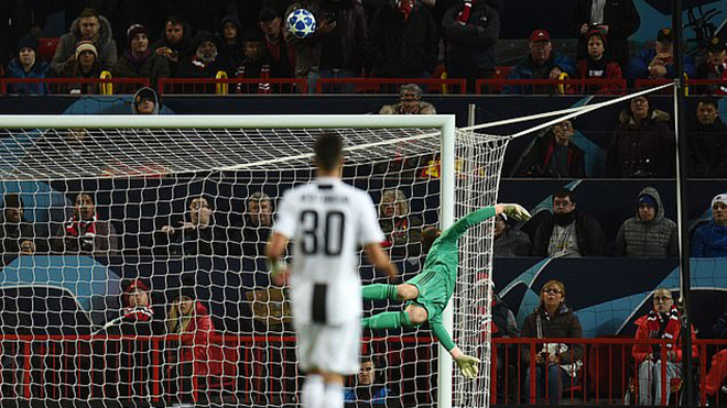 Fan M.U: Sir Alex có thể đánh bại Juventus chỉ với De Gea và 10 khúc gỗ