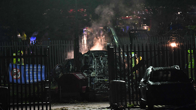 VIDEO cận cảnh: Trực thăng chở ông chủ người Thái Lan của CLB Leicester phát nổ