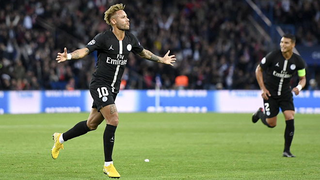 Neymar lập hai 'siêu phẩm' sút phạt trong hat-trick ghi cho PSG