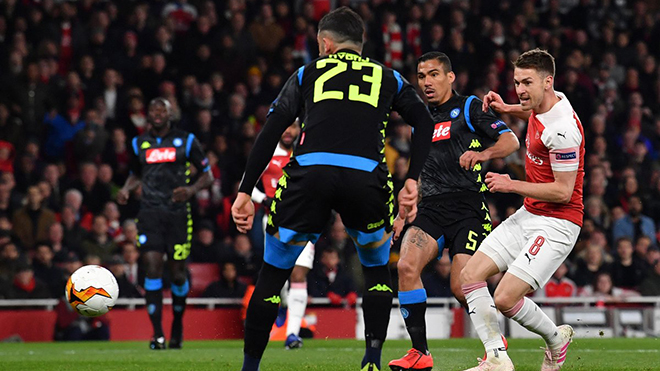 Arsenal 2-0 Napoli: Ramsey lại ghi bàn, Arsenal rộng cửa vào bán kết Europa League