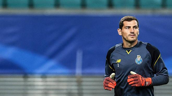 Iker Casillas nhập viện trong tình trạng khẩn cấp vì đau tim