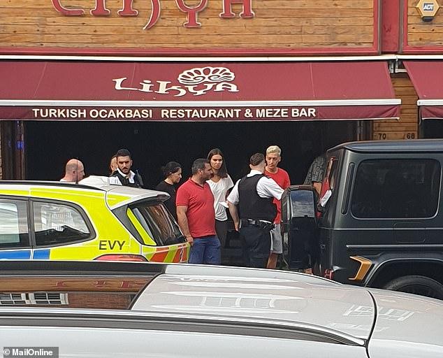 Arsenal, chuyển nhượng Arsenal, lịch thi đấu bóng đá hôm nay, Oezil bị côn đồ dùng dao tấn công, Oezil bị cướp, Kolasinac giải cứu Oezil, tin bóng đá hôm nay