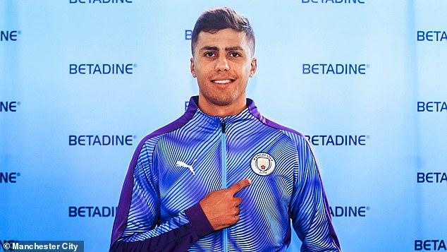 Man City, chuyển nhượng Man City, MU, chuyển nhương MU, Pep Guardiola, Man City mua Busquets mới, Man City mua Rodri, hợp đồng kỷ lục, Rodri, lịch thi đấu bóng đá hôm nay