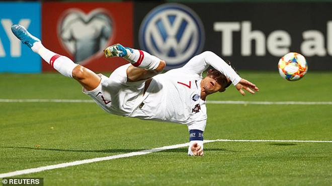 Cristiano Ronaldo ghi 4 bàn, lập siêu kỷ lục ở trận Bồ Đào Nha thắng Lithuania 5-1