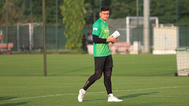 Văn Lâm lọt Top 10 thủ môn hay nhất vòng loại World Cup 2022 khu vực châu Á