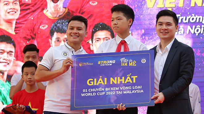 Quang Hải trổ tài giúp CĐV giành vé xem trận Malaysia vs Việt Nam
