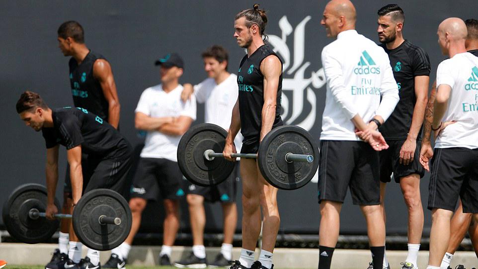 Gareth Bale lại khoe bắp chân 'khủng' trong chuyến du đấu tại Mỹ của Real Madrid