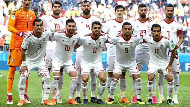 Cầu thủ Iran phải.... tự mua hoặc mượn giày để đá với Marocco