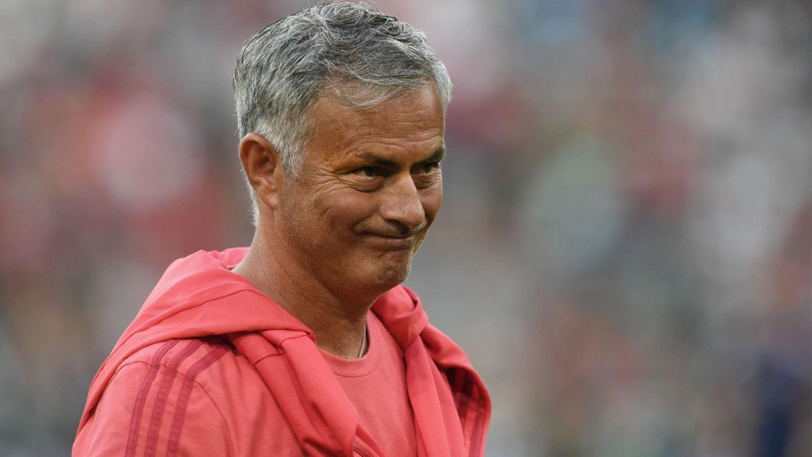 M.U: Không cần cầu thủ mới, họ cần một HLV mới. Mourinho chỉ tạo ra mớ hỗn độn