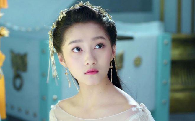 Ngắm nhan sắc 'tuyệt mỹ' của bạn gái Luhan - Quan Hiểu Đồng