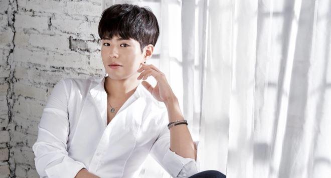 'Bạn trai quốc dân' Park Bo Gum gây tranh cãi khi tham gia 'tà giáo'